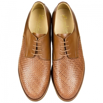 Woven leather shoes in cognac color