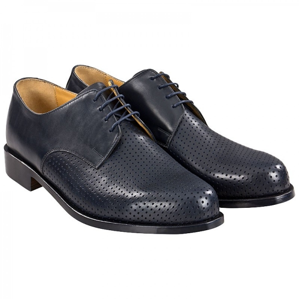 Derby shoes made of calfskin